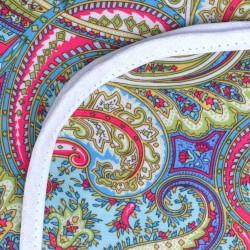 Mantel Impermeable arabesco tupido celeste y verde borde blanco
