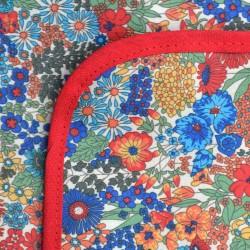 Mantel Impermeable florcitas chicas borde rojo