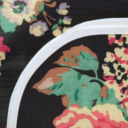 mantel impermeable flores vintage fondo negro