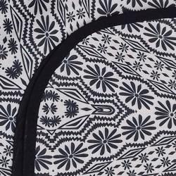 Mantel impermeable flores beige y negro