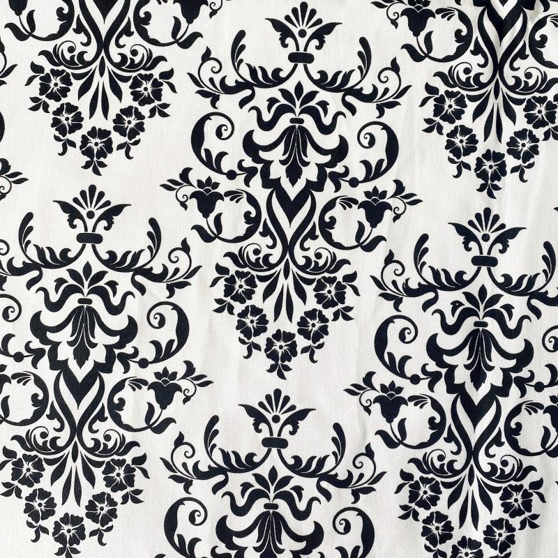 Mantel gabardina blanco arabesco negro