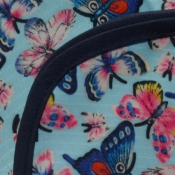 Mantel Impermeable mariposas celestes borde azul